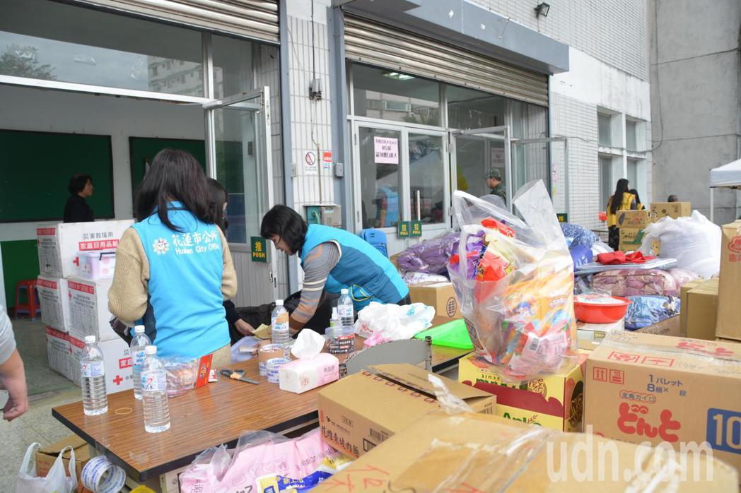 今早10時收容中心正式關閉,受災及撤離戶總逾200戶。記者徐庭揚/攝影