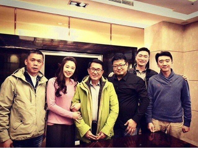 台北市議員李婉鈺(左二)向前總統陳水扁(中)拜年。圖/讀者提供