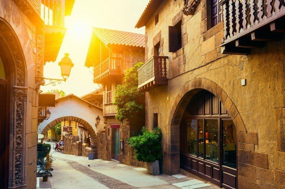 赴西班牙體驗拉丁風情,早鳥優惠有機會以超殺價格即能暢遊巴塞隆納、馬德里、AVE高...