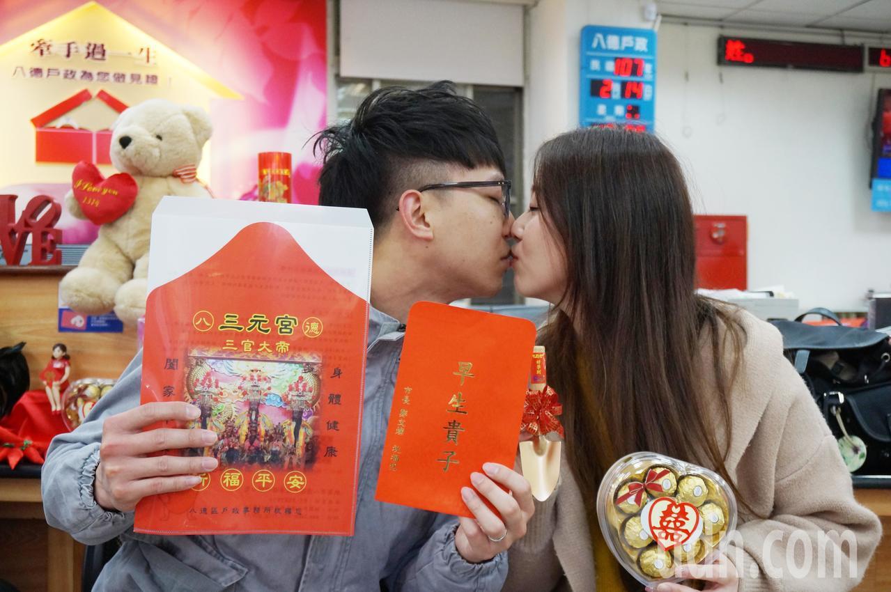 戀愛11年的陳永軒和趙文嘉,愛情長跑11年,秘訣就是「給對方一個自由的空間」,相...