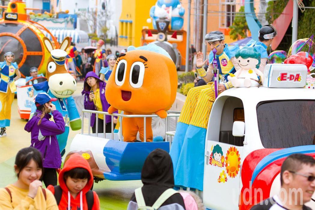 義大遊樂世界今年新春推出「卡通明星」見面會。記者王昭月/翻攝