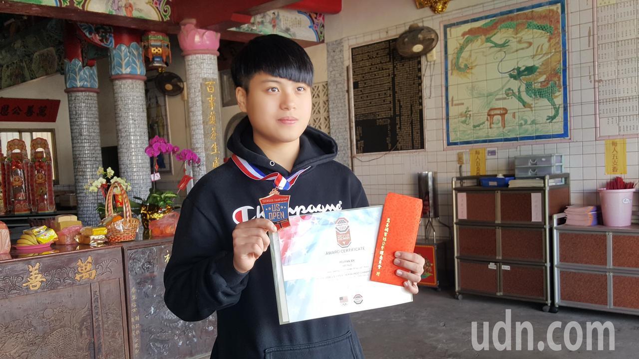 去年從後龍國中畢業的安珮帆在美國跆拳道公開賽榮獲銅牌,表現亮眼。記者胡蓬生/攝影