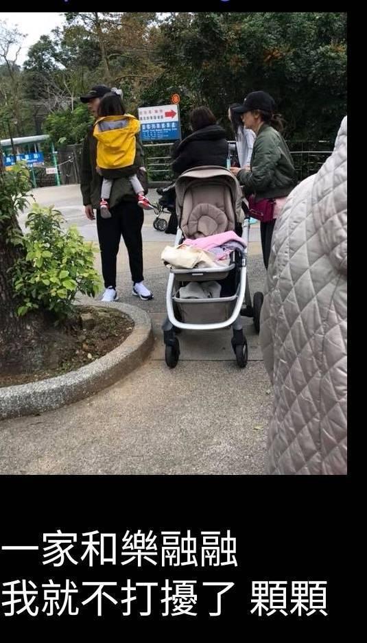 網友PO出捕捉到修杰楷、賈靜雯一家人到動物園踏青的畫面。圖/摘自臉書
