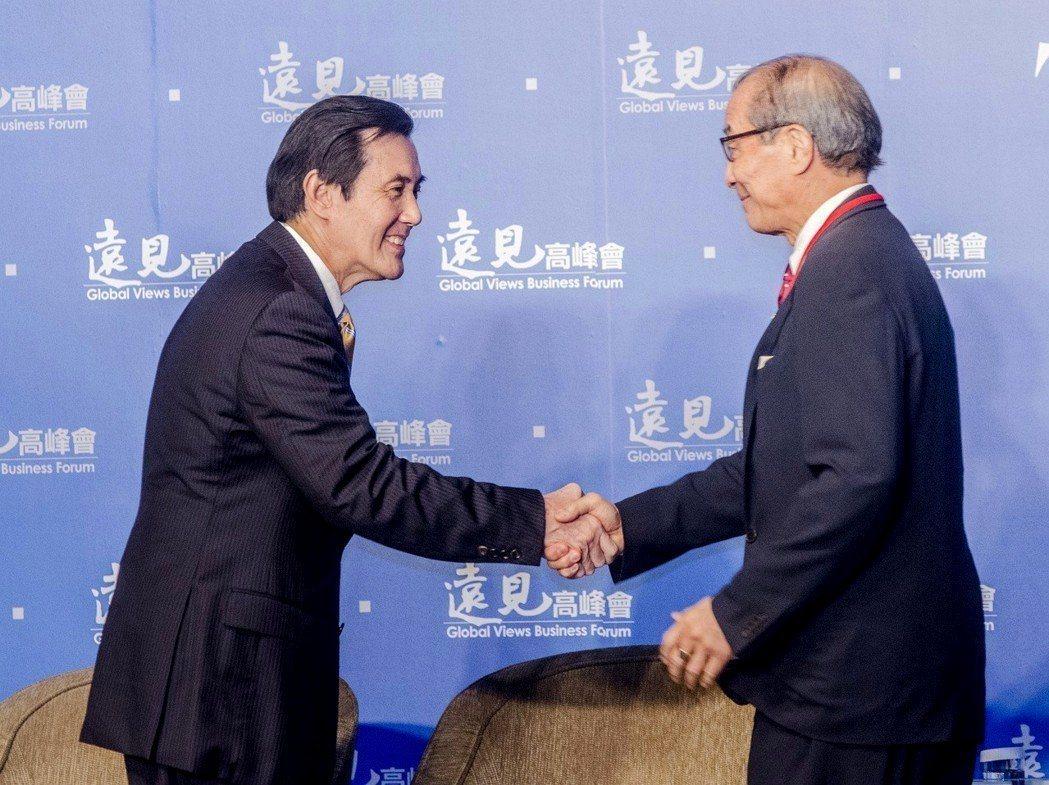 律師陳長文(右)日前成立「反妨害司法公投聯盟」,並由前總統馬英九(左)領銜、正式...