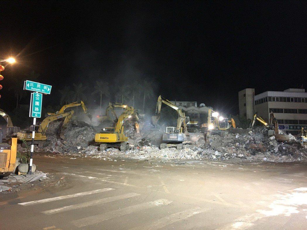 花蓮地震導致旅遊業嚴重受挫;圖為統帥飯店已夷為平地。 記者徐庭揚/攝影