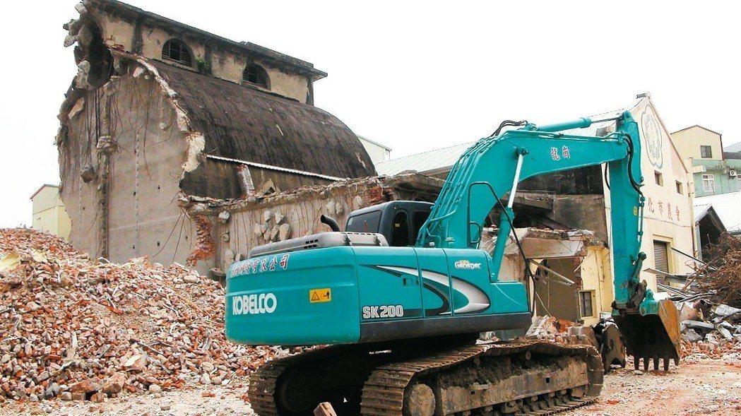 全台僅存太子樓日式穀倉─彰化市農會倉庫遭拆除。 聯合報系資料照片