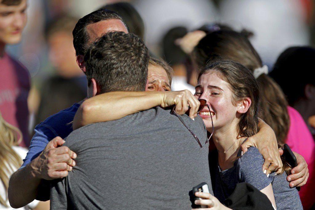 佛州道格拉斯中學傳槍響。 美聯社