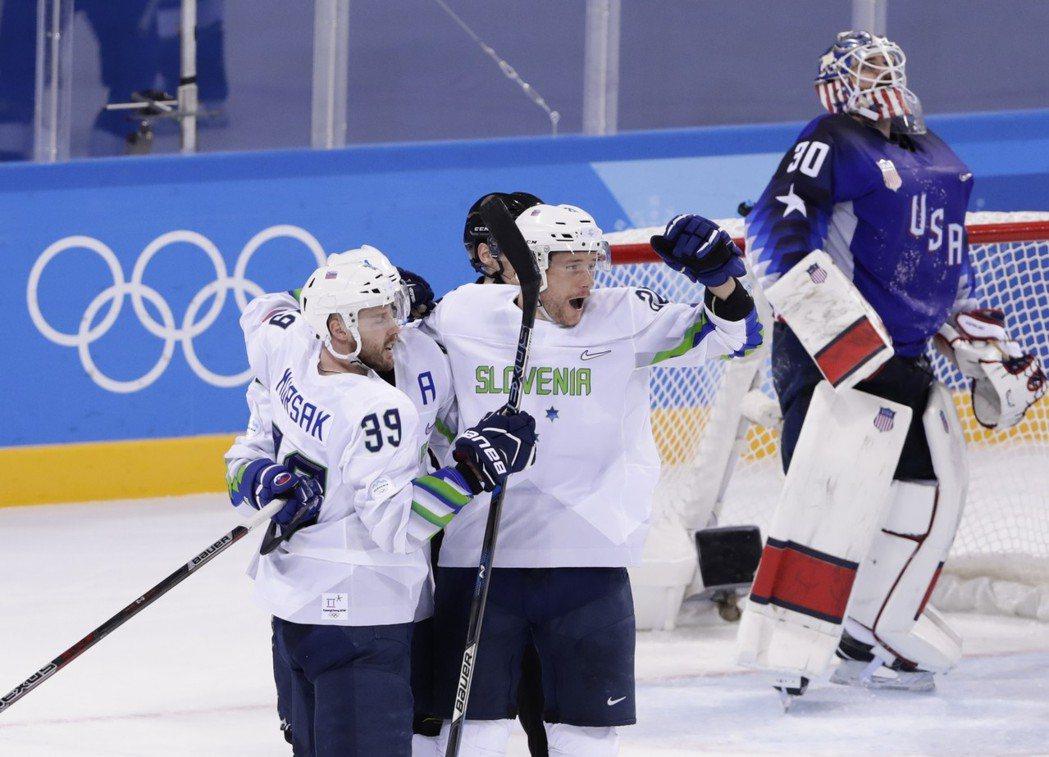 美國男子冰球意外敗給斯洛維尼亞。美聯社
