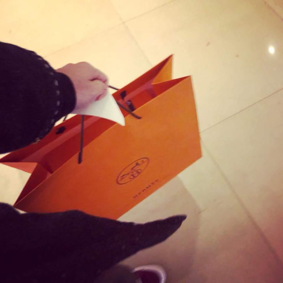 修杰楷po出買情人節禮物的照片。圖/摘自臉書