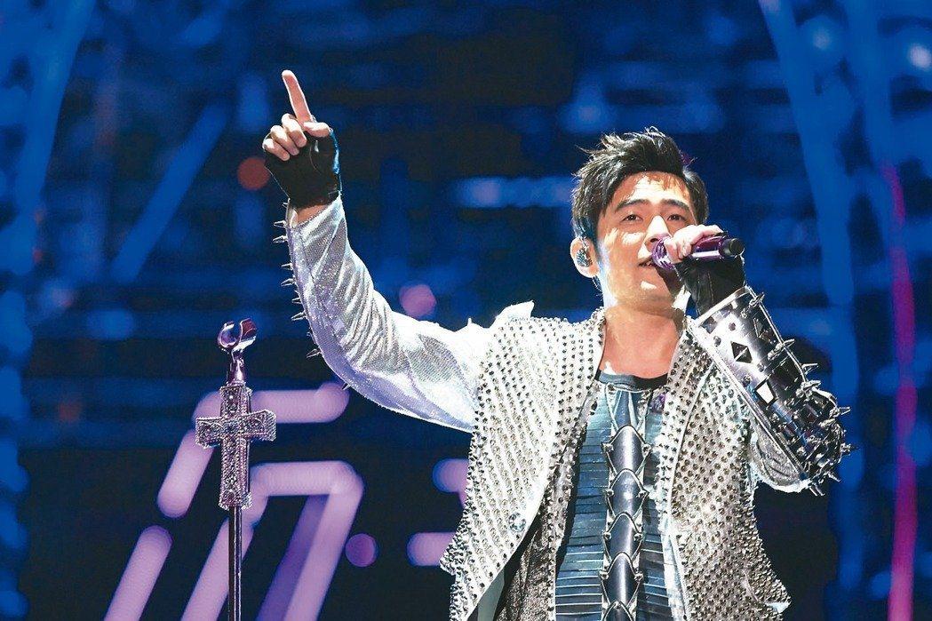 周杰倫等台灣大咖藝人將登春晚。圖為周杰倫在新加坡演唱畫面。 圖/杰威爾音樂提供
