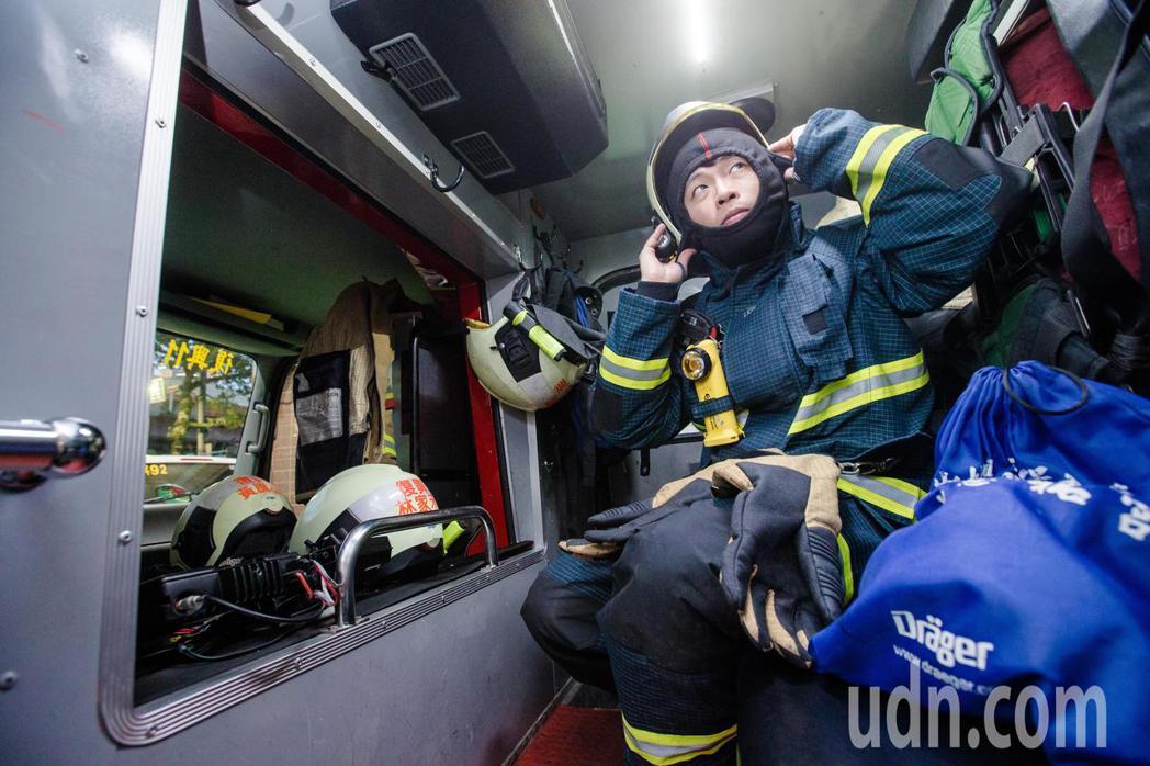 賴怡達說,消防員工作艱辛,但是卸下厚重的消防衣後,消防員也只是個人,勤務間一定會...