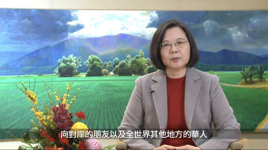 蔡總統說,農曆春節在兩岸都是最重要的節慶,從除夕、大年初一到十五元宵節,有很多非...