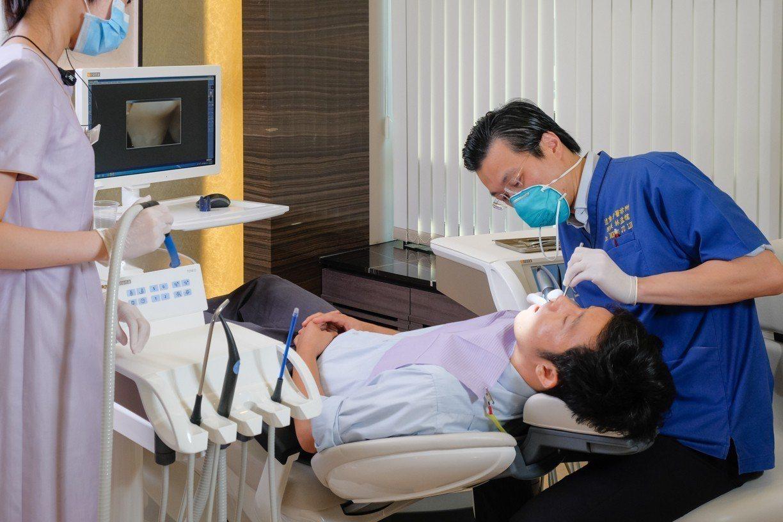 春節過年吃喝無節制,牙醫師提醒,小心牙齒出包 。圖/遠東牙醫提供