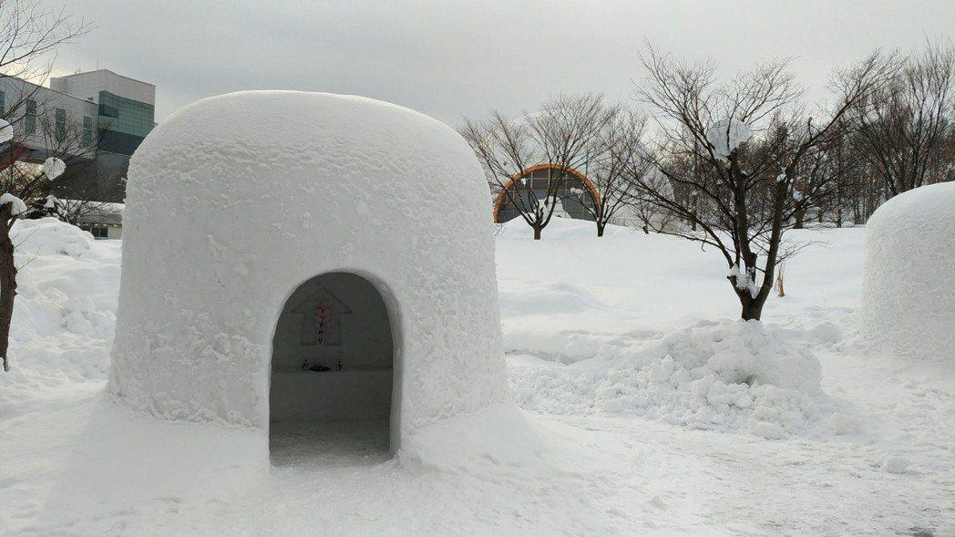秋田故鄉村展示小規模的雪屋聚落。記者楊德宜/攝影
