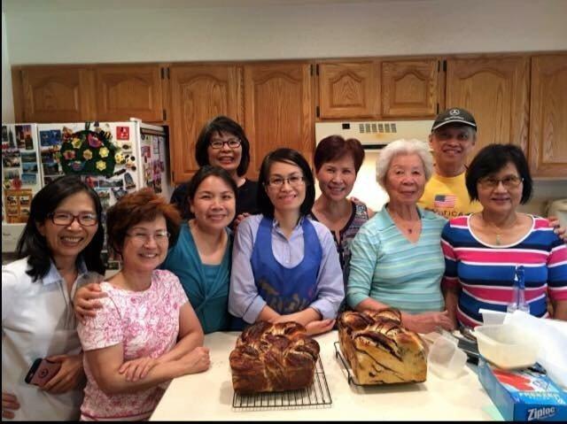 陳彥柔(中)在台灣同鄉會烘焙教室開的烘焙課程。圖/陳彥柔提供