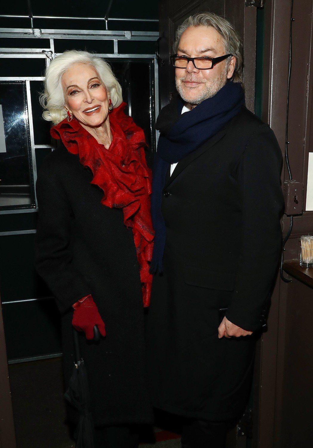 超模 Carmen DellOrefice與時尚插畫家大衛唐頓出席品牌晚宴。圖/...