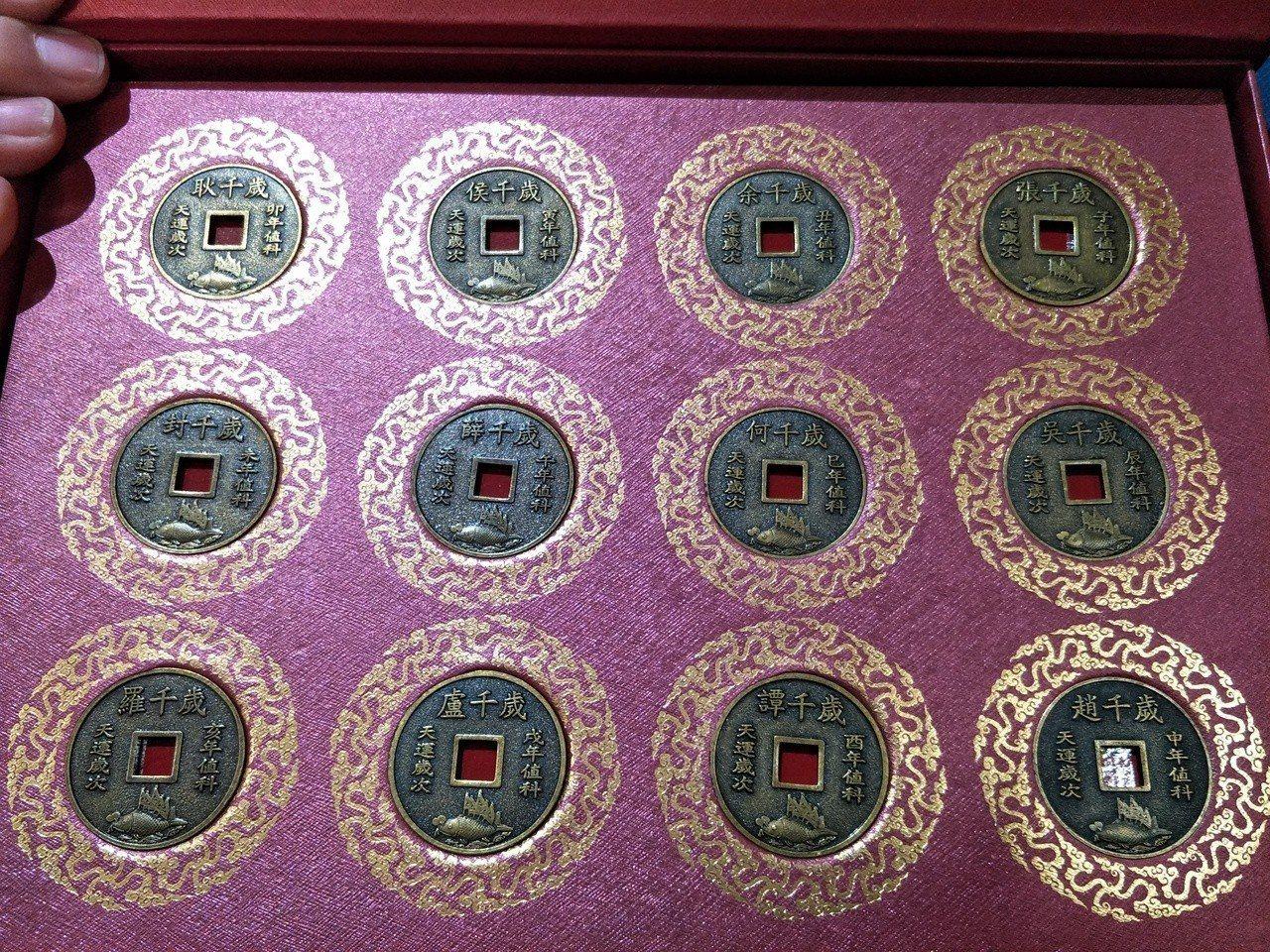 台南西港慶安宮每年歲錢圖案由12個不同神明千歲輪值,成為廟方一大特色。記者謝進盛...