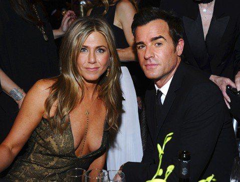 美國女星珍妮佛安妮斯頓(Jennifer Aniston)和丈夫賈斯汀瑟魯(Justin Theroux)結婚2年多,今天宣布分居。路透社報導,49歲前「六人行」主角安妮斯頓和46歲「末世餘生」(T...