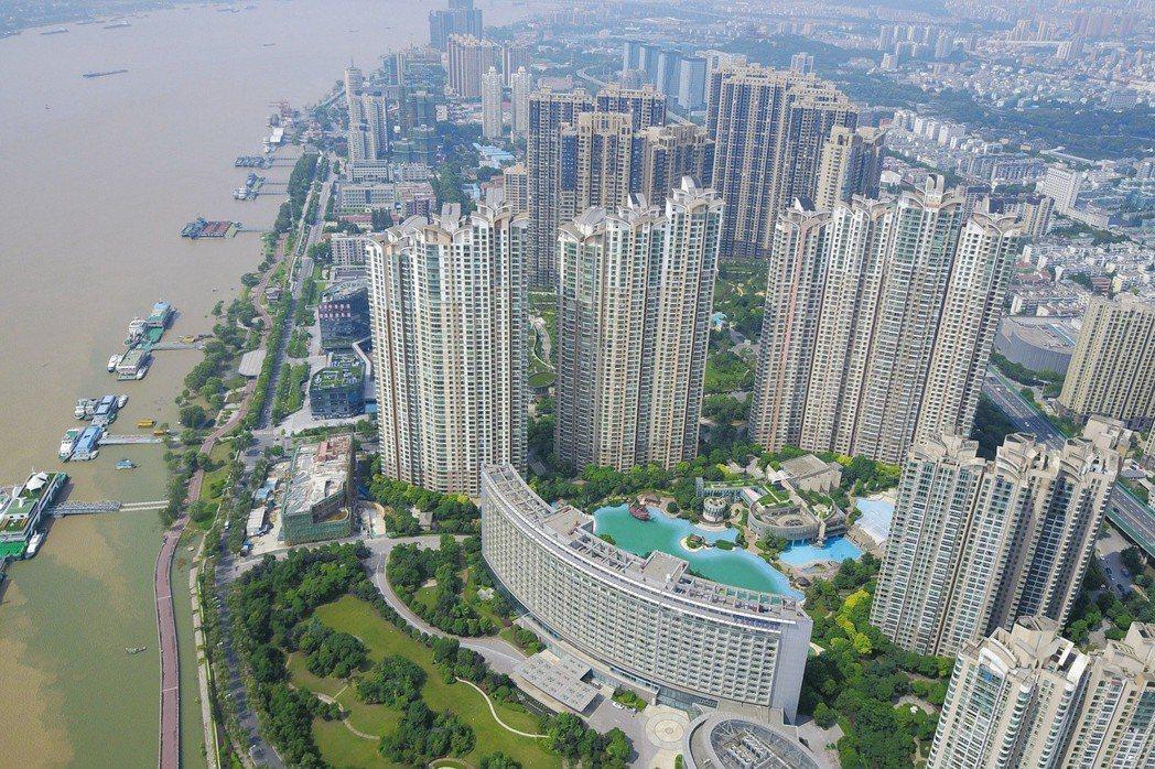大陸政府嚴控房地產市場發展,並力推租賃市場,改善房地產市場結構。(取自網路)