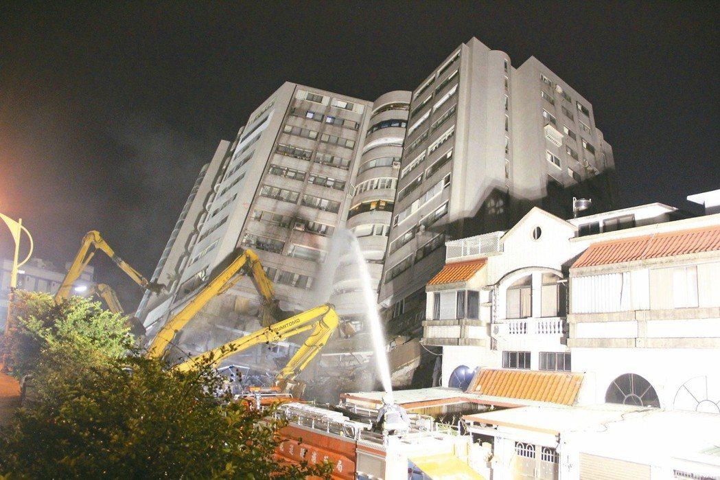花蓮地震,受創嚴重的雲門翠堤大樓。 圖/聯合報系資料照片