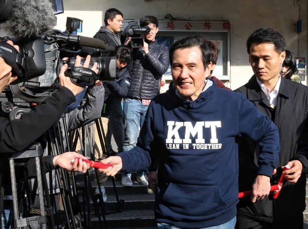 馬英九行春「KMT」帽T 賣到缺貨
