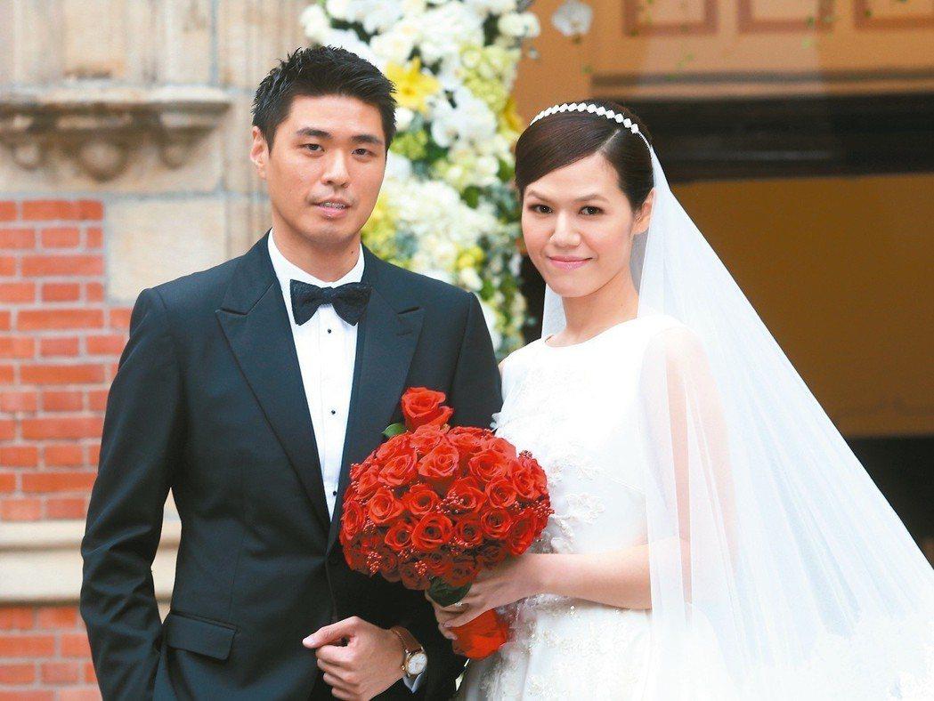 2015年,前總統李登輝孫女李坤儀(右)與交往7年的趙贊凱(左)舉行婚禮。圖/本...