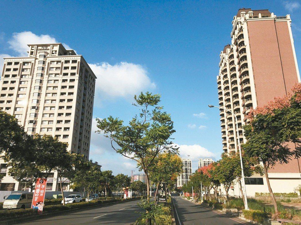 不少退休族群把台北的房子留給子女居住,自己到桃園買房,青埔特區特別受青睞。 記者...