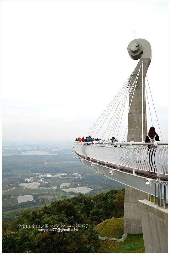 ↑崗山之眼天空廊道橋塔高41公尺,立在小崗山的西緣,地理位置很好。