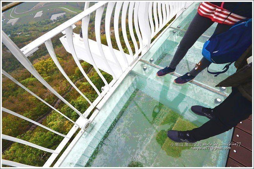 ↑天空廊道的中段外凸部分是強化玻璃地面,可以直接看透到塔下的地面,但其實不會可怕...