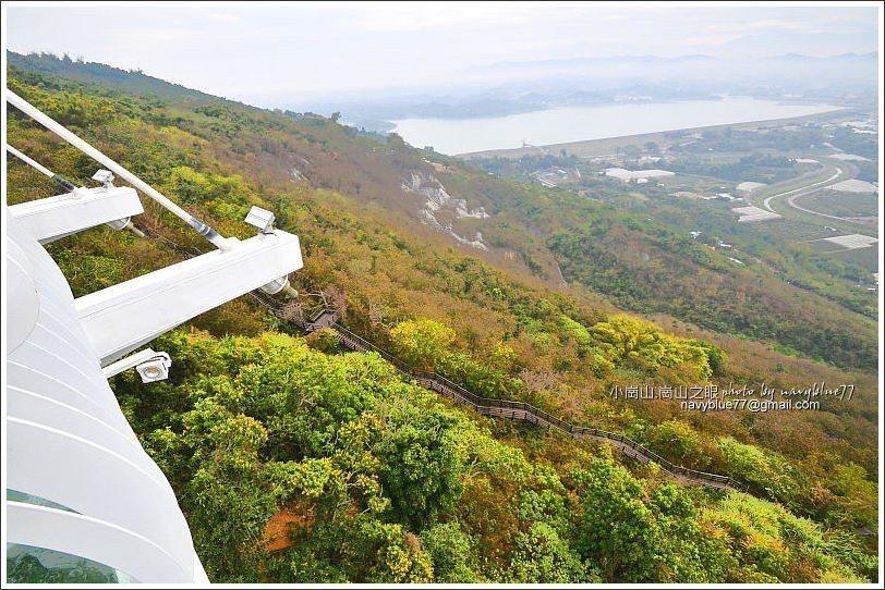 ↑由天空廊道下瞰好漢坡。