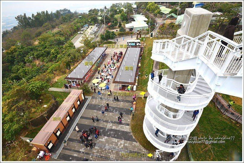 ↑由南眺景平台下瞰整個接駁市集區。