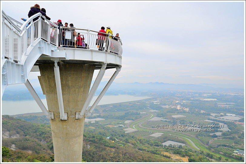 ↑最後由迴旋梯下天空廊道,再拍一次廊道與眺景平台。