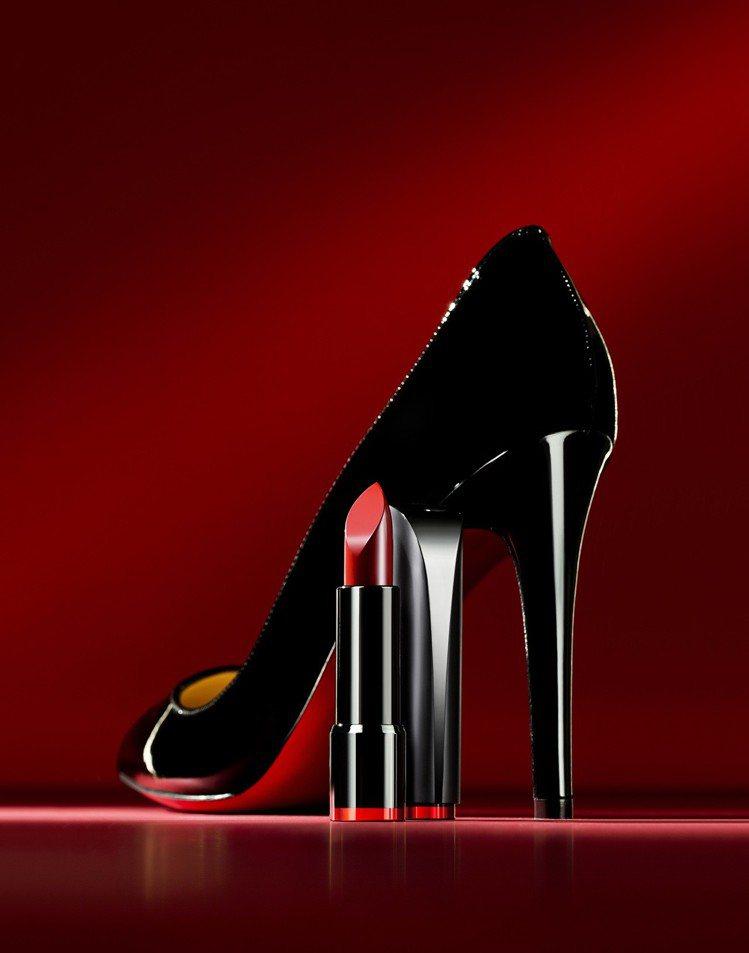 CLIO高跟鞋緞面潤澤唇膏以優雅的高跟鞋為發想概念。圖/CLIO提供
