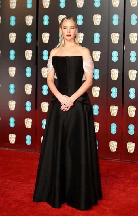 開年就上陣的第75屆金球獎,女星團結以黑色禮服響應「Times Up」反性騷,這股風潮疑似延續到有「英國奧斯卡」之稱的第71屆英國影藝學院電影獎(BAFTA Awards),卻也一致在黑色當中以醒目...