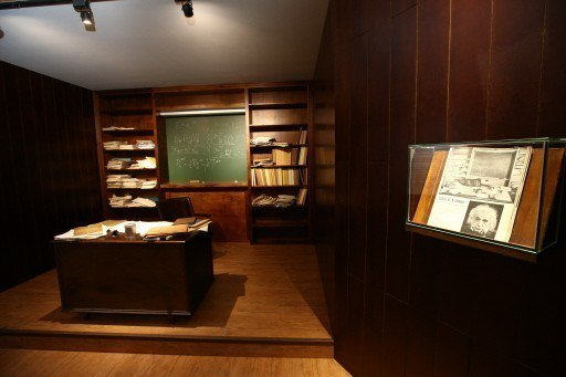 特展重現天才愛因斯坦晚年在普林斯頓大學辦公室。 圖╱聯合數位文創提供