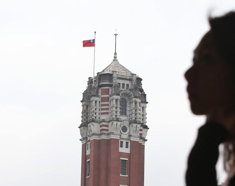 花蓮2月6日發生強震,造成重大傷亡,行政院指示春節放假結束後第一天,全國各機關下...