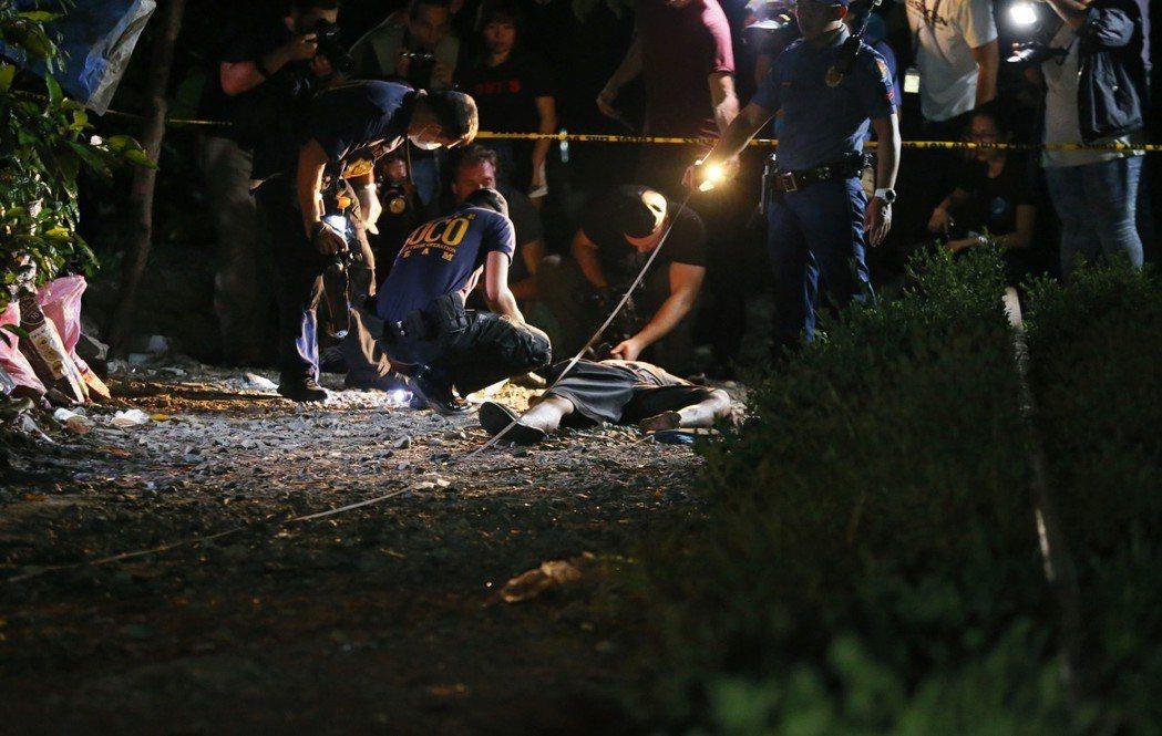 菲律賓自2016年在「反毒戰爭」,造成大量平民的法外死亡,死亡人數已來到14,0...
