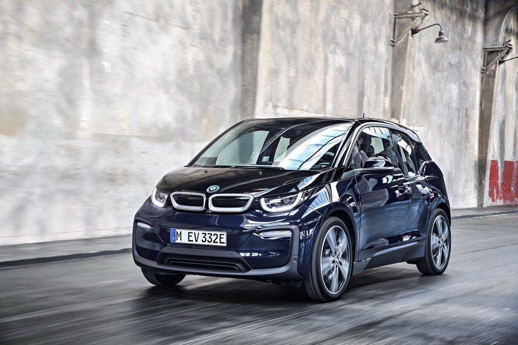 BMW i3及BMW i3s搭載eDrive獨家科技,純電行駛不僅零噪音、零CO2排放,更可在起步時湧現最大扭力輸出。 圖/汎德提供