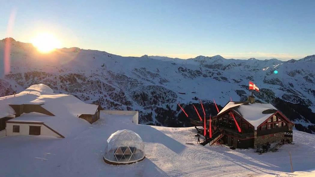 Porsche 近期在法國阿爾卑斯山上設置一座戶外展間,可說是目前海拔最高的。 ...