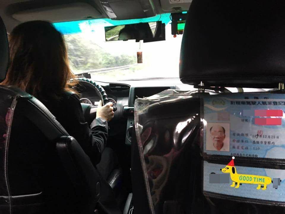 有網友抱怨,搭到的計程車駕駛,與登記證上的人似乎不是同一個!圖片來源/爆廢公社