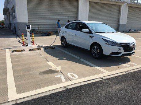 裕隆電能攜手台鋁商場 建置高雄首座開放場域充電站