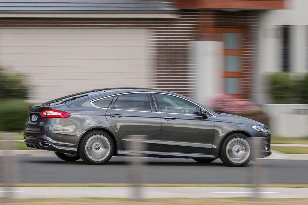 Ford Mondeo Wagon動態表現給人成熟紮實的感受。 記者陳威任/攝影