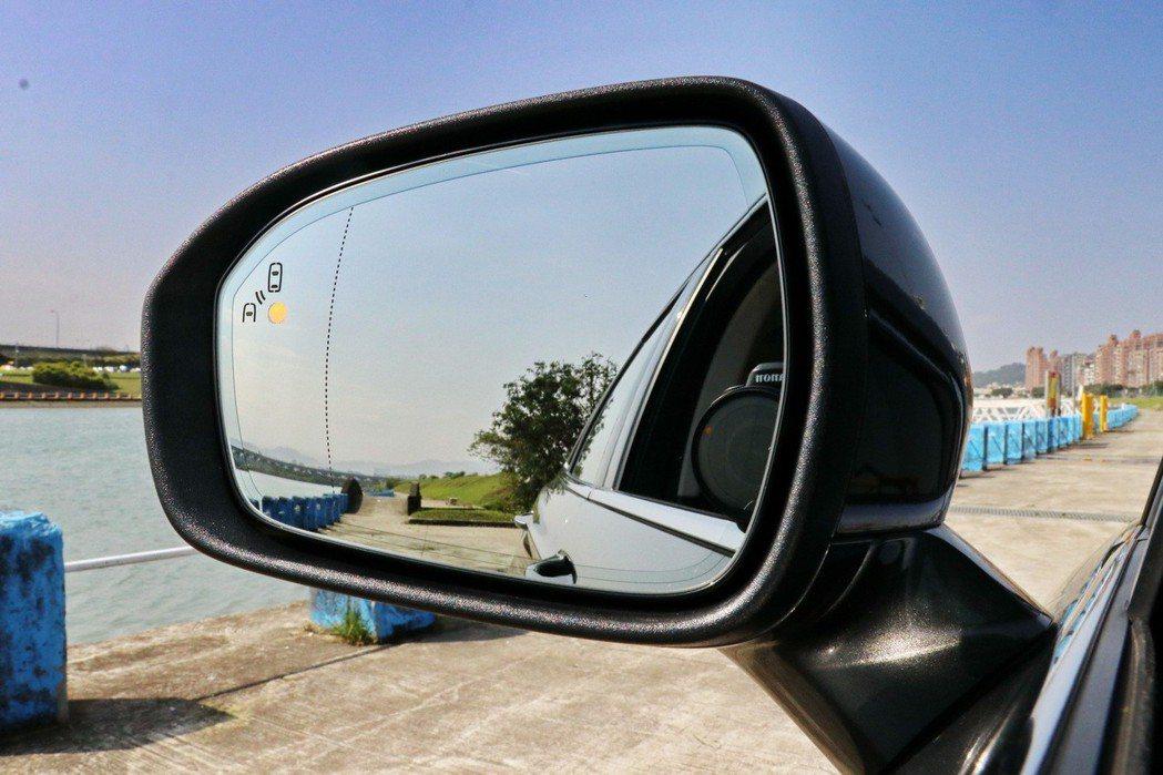 配備BLIS盲點偵測系統。 記者陳威任/攝影
