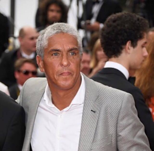 山米納沙利已成為一頭白髮、將近60歲的阿伯,仍然不滿自己沒被「Taxi終極殺陣5...