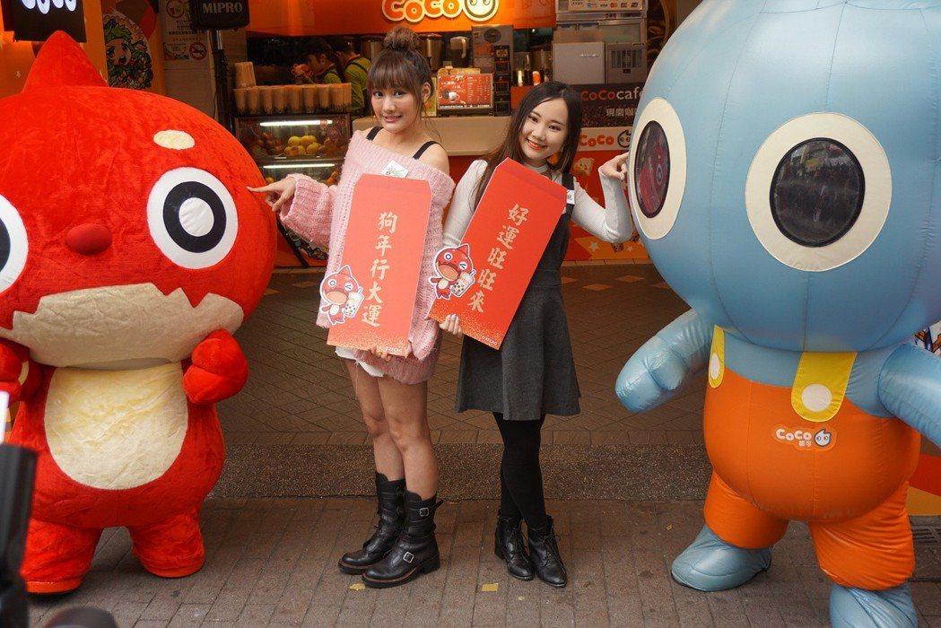 人氣YouTuber康妮、小兔崽子也在現場帶領民眾試玩關卡。記者黃筱晴/攝影