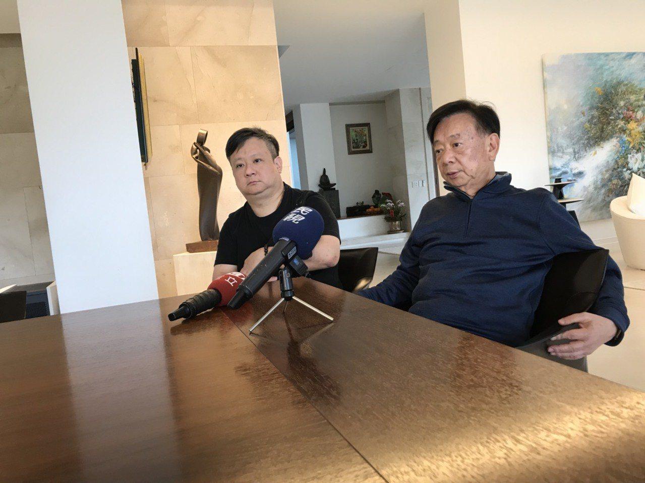 宣捷董事長宣明智(右)和兒子、總經理宣昶有今天提出賑災計畫。記者郭政芬/翻攝