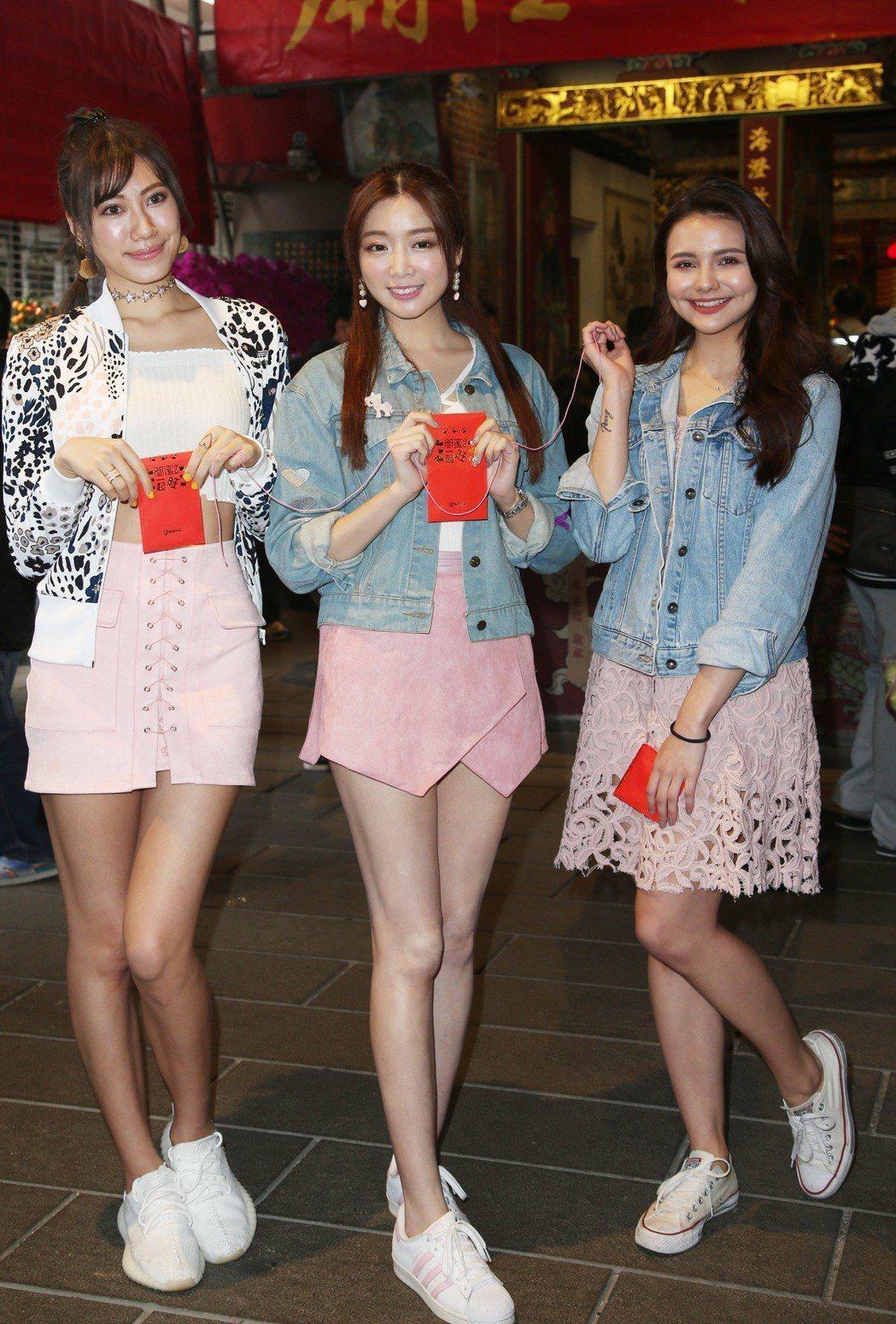 伊林模特兒裴頡(右起)、成語蕎、紀艾希出席電影「閨蜜2」宣傳活動。記者陳瑞源/攝
