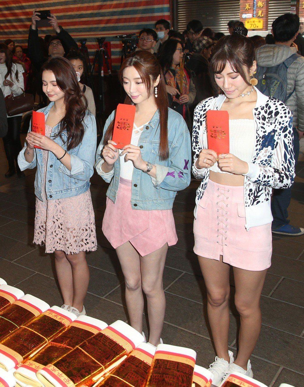 伊林模特兒裴頡(左起)、成語蕎、紀艾希出席電影「閨蜜2」宣傳活動。記者陳瑞源/攝...