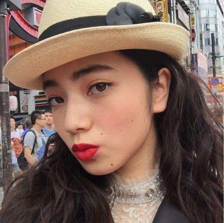 分析師說,隨著日本女性眉毛喜好由粗轉細,投資人選股的偏好也將出現改變。圖/擷自i...