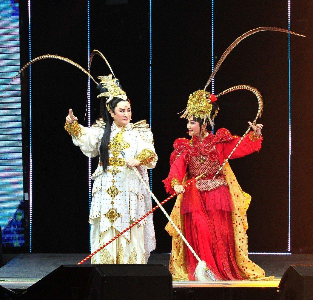 楊麗花(左)的表演橋段引起不少觀眾共鳴。圖/台視提供